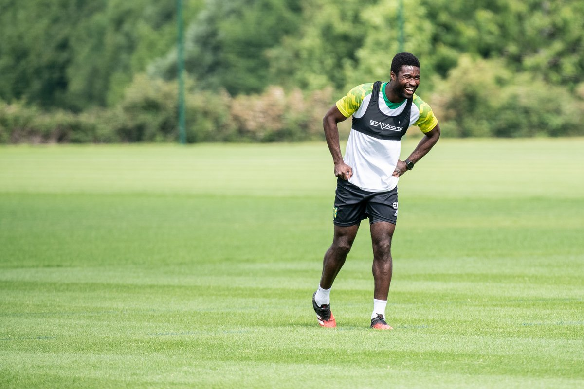 👊 Another week closer. Stay safe, Canaries! #MondayMotivation Here is a picture of Alex Tettey smiling 😃