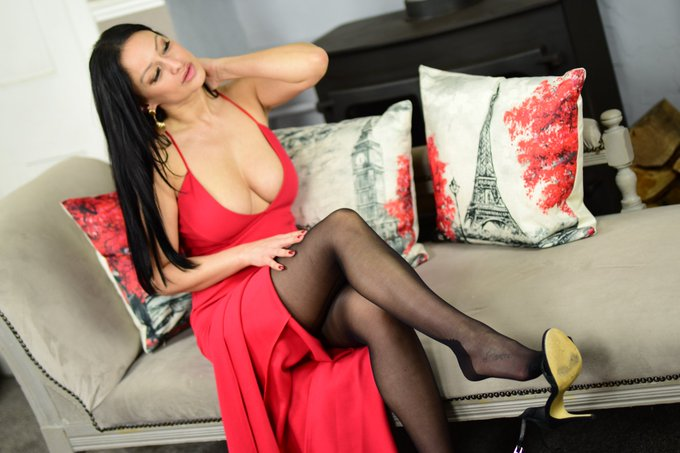 1 pic. Dont miss my sexy red dress this week. Thought this looks good with some seamed pantyhose x https://t