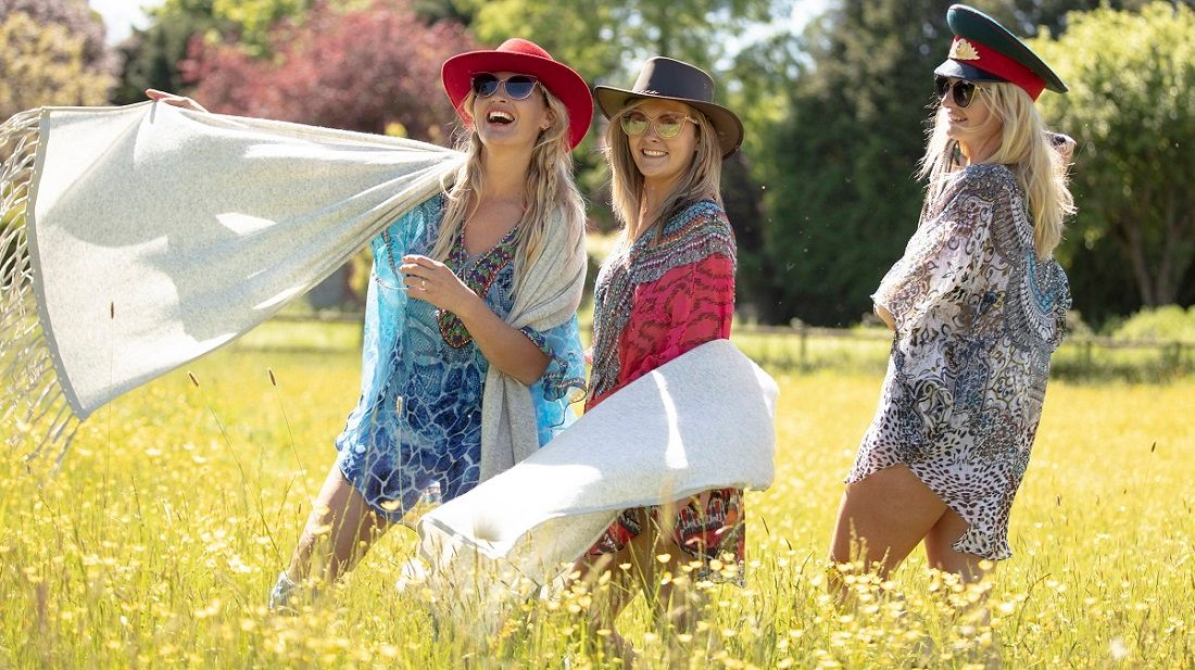 Another unbelievable day of sunshine ahead and a new month.  It will be great to meet up with a few friends or family if its outside and safe (socially distancing).  #summer #sunshine #june #hot #kimono #kaftan #hat #garden #glamping Photo@lensandhound