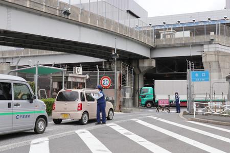 【1日未明】成田空港の駐機場に車が侵入「空港に見学に来た」立ち入り制限地区に許可なく侵入し約20分間走行。茨城県の61歳男性が運転する軽自動車で、施設や航空機に被害はなかった。