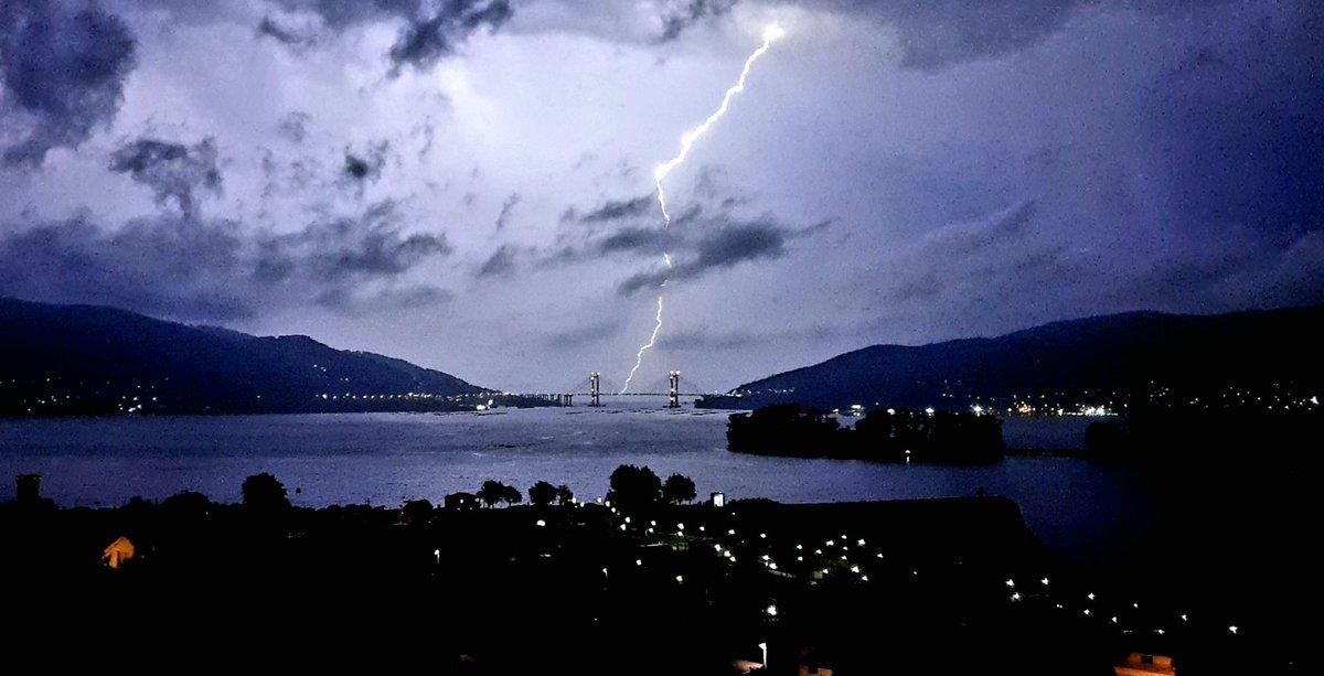 #tormentaelectrica sobre la #riadevigo #Vigo #riasbaixas @A3Noticias @ElTiempoA3 @Antena3Galicia