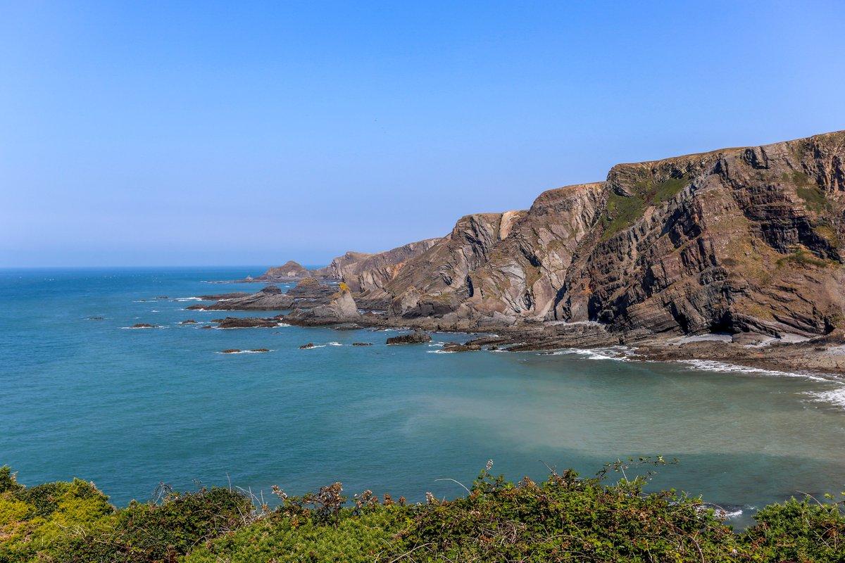 A beautiful day at the north Devon coast. #Devon #England #seascape #SeaSide #coast #landscapehunter #landscape #landscapephotography #photography #photoshoot #photos #photographer #photooftheday #picoftheday #travelphotography #Travel #traveler #tourism #MondayVibespic.twitter.com/CiRqPxdFhf