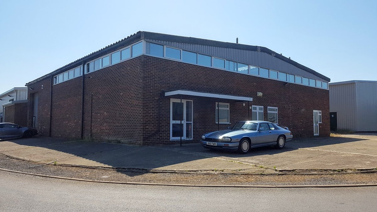Took the XJR-s to where final assembly was carried out, the old JaguarSport building in Kidlington. pic.twitter.com/tUSAMkTiQc