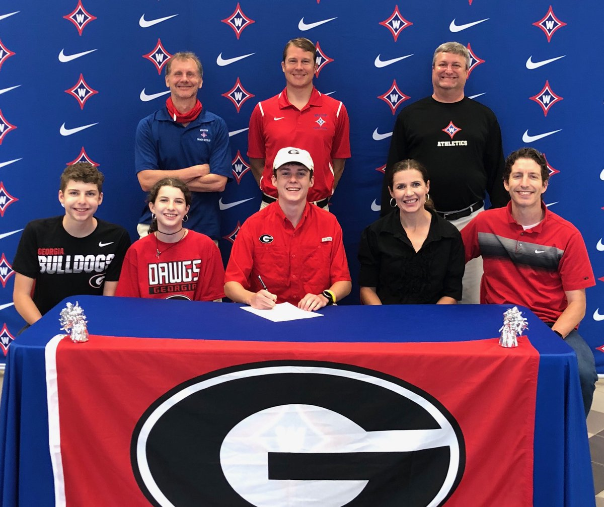 Congrats to distance runner Connor Old on his recent signing with Georgia. Go Raiders and Go Bulldogs!