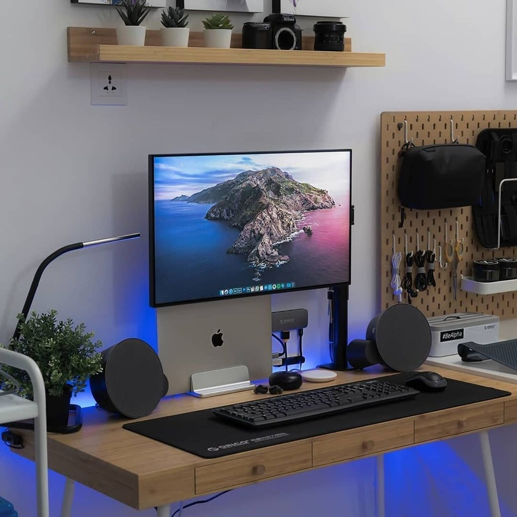 Workspace by @ethelbert_photography — Travel photographer love to eat and meet people / Daily inspiration, follow us and get inspired. #interiordesigns #designwork #workplace #workspace #workstation #deskdecor #desktop #instadecoration #onmydesk #freelance #homeoffice #homei…pic.twitter.com/SqoW9L5ia3
