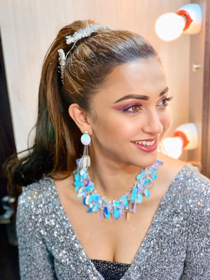 Be happy so that when others look at you, they become happy too. @KoushaniMukher1 #MondayMotivation #StayPositive pic.twitter.com/U3ES4Yz8Un