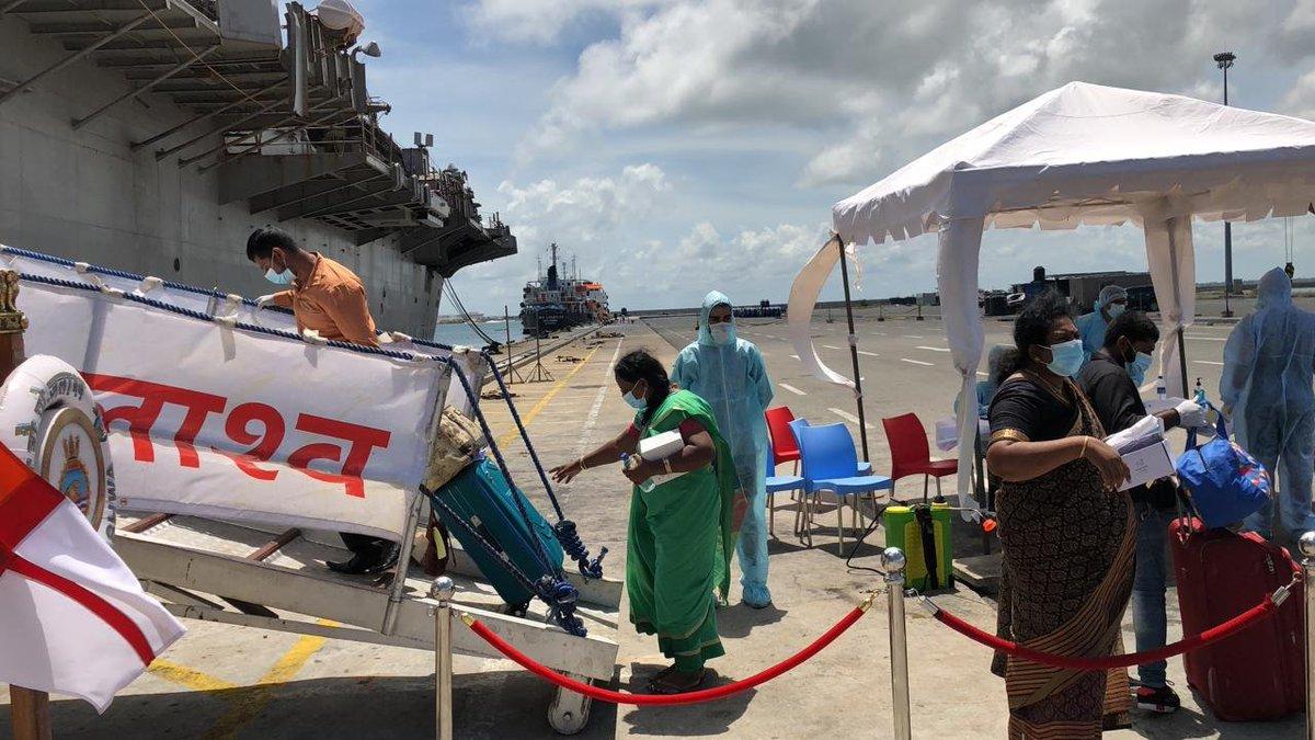 #OperationSamudraSetu: Indian Naval Ship #Jalashwa departed Colombo, Sri Lanka today evening after having embarked 685 Indian nationals and set course for the port of Tuticorin in #TamilNadu. pic.twitter.com/kL8TIslS98