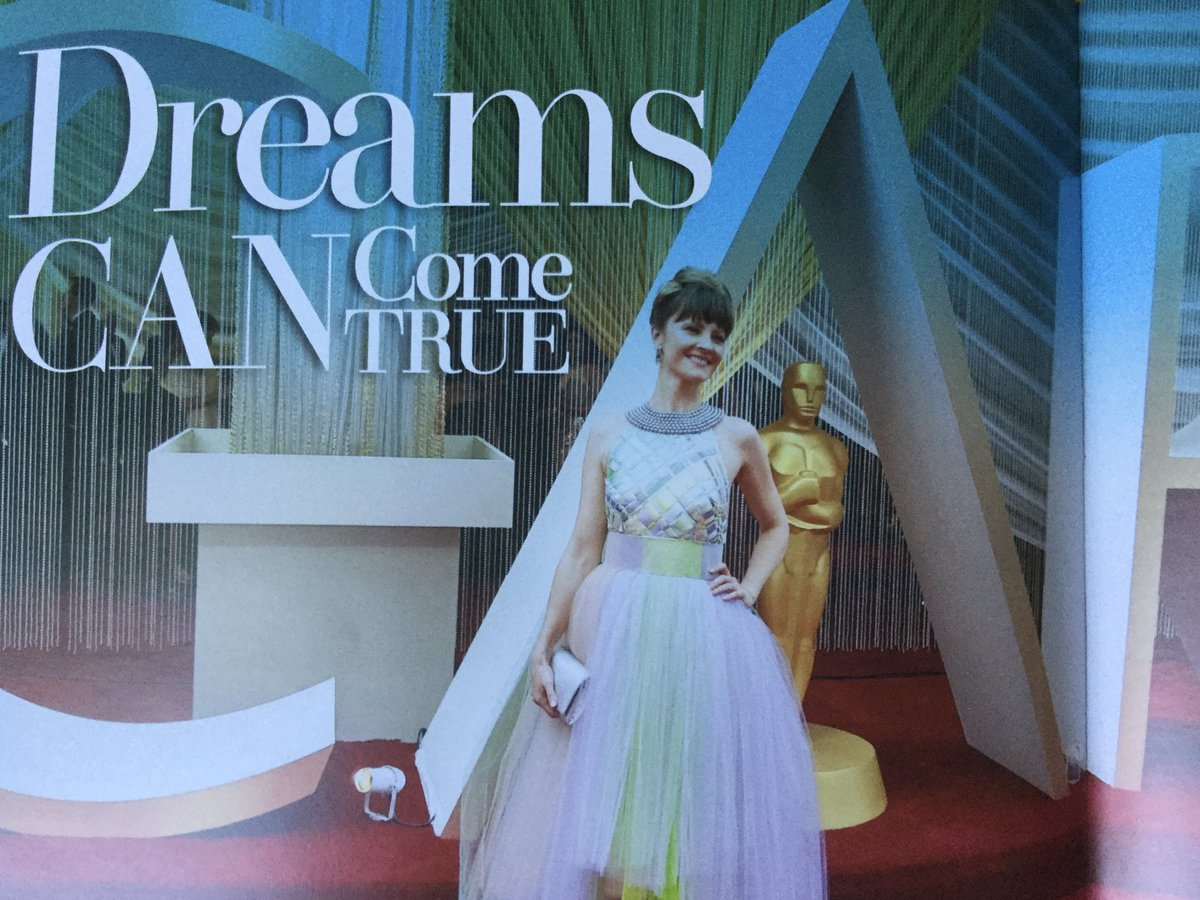"""""""In the latest edition of @TheBuzzVOMag  we have a fantastic article by member @lisastokke & her night at the #Oscars . """"I loved it ! Walking the red carpet is everything I dreamt it would be """" @lisastokke . To read the article in full subscribe here https://www.thevoiceovernetwork.co.uk/the-buzz-magazine.html… #VOpic.twitter.com/YsOu0Kncuz"""