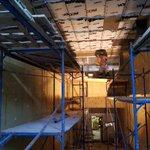 18.05.2020 - В жилом комплексе у метро Лиговский проспект ведутся работы по утеплению въезда и спусков в паркинг.