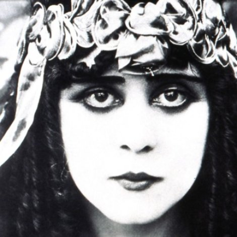 """Theda Bara was one of the more popular actresses of the silent era 1908–1926 and one of cinema's early sex symbols. Her #femmefatale roles earned her the title """"The Vamp"""" (for vampire), later fuelling the rising popularity in """"vamp"""" roles, encapsulating exoticism and domination. pic.twitter.com/H0vh3gWhp7"""
