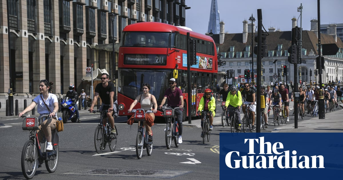 Large areas of London to be made car-free as lockdown eased -  Large areas of London are to be closed to cars and vans to allow people to walk and cycle safely as the coronavirus lockdown is eased,... - https://happyeconews.com/2020/06/01/large-areas-of-london-to-be-made-car-free-as-lockdown-eased/… - - #Society pic.twitter.com/gDy4xeMfDt