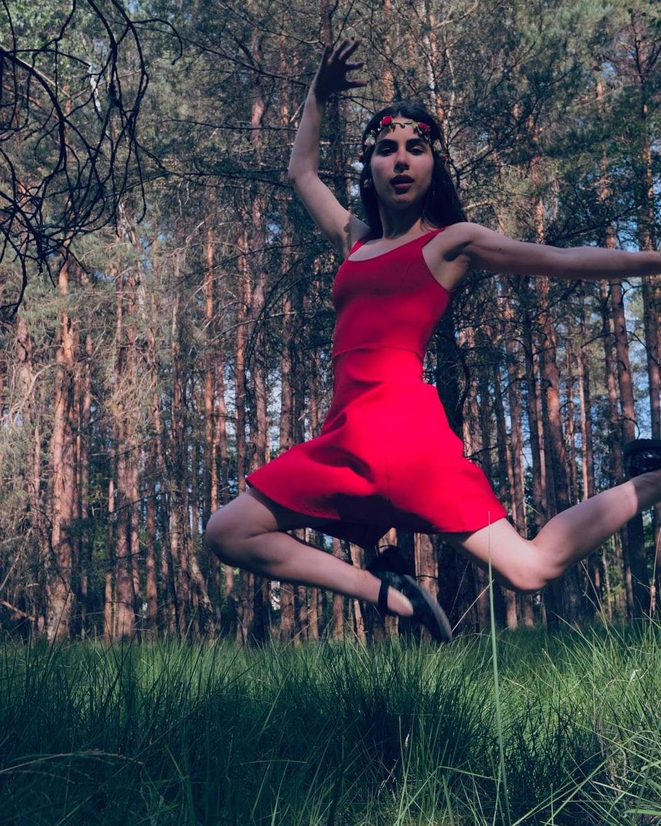 All you got to do is jump  #jump #model #singer pic.twitter.com/BIEle1S4zj
