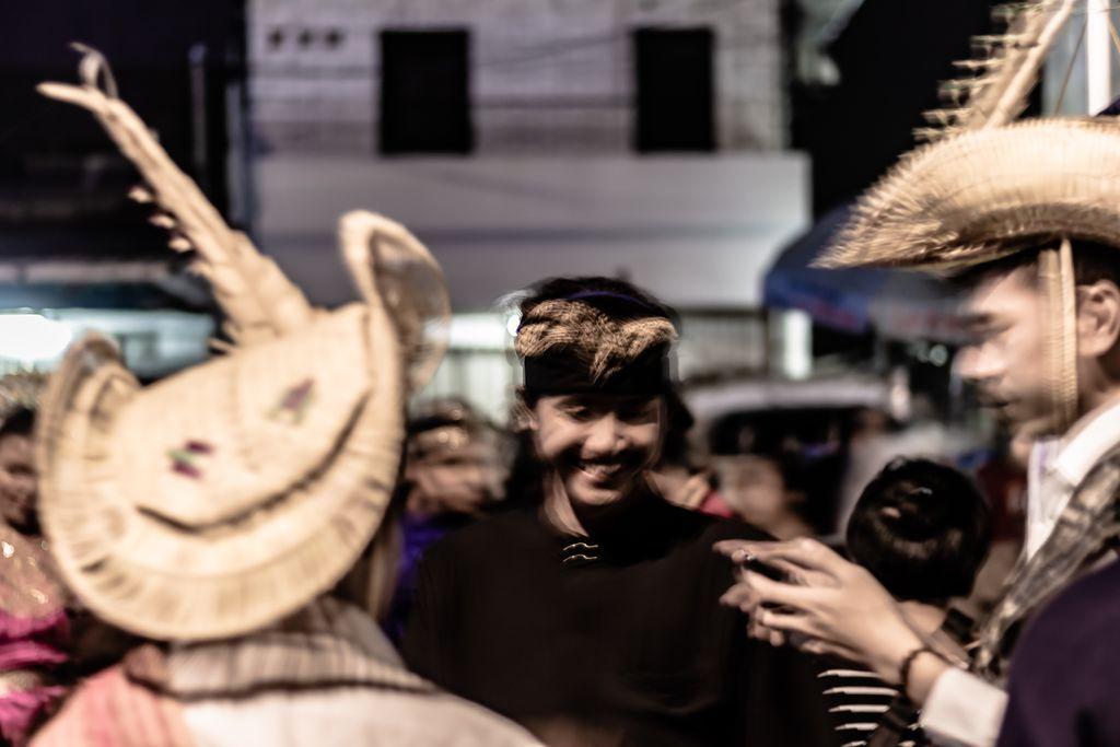 Act : Traditional _______________________________________ 𝗟𝗼𝗰𝗮𝘁𝗶𝗼𝗻: Bogor, West Java, Indonesia 𝗗𝗮𝘁𝗲 𝗼𝗳 𝗣𝗼𝘀𝘁𝗶𝗻𝗴: 01/06/2020  #streetphotographers #streetphoto #storyofthestreet #streetshared #visualoflife #peopleinsquare #peopleinframe  #streetleakspic.twitter.com/3alQzyXrcD
