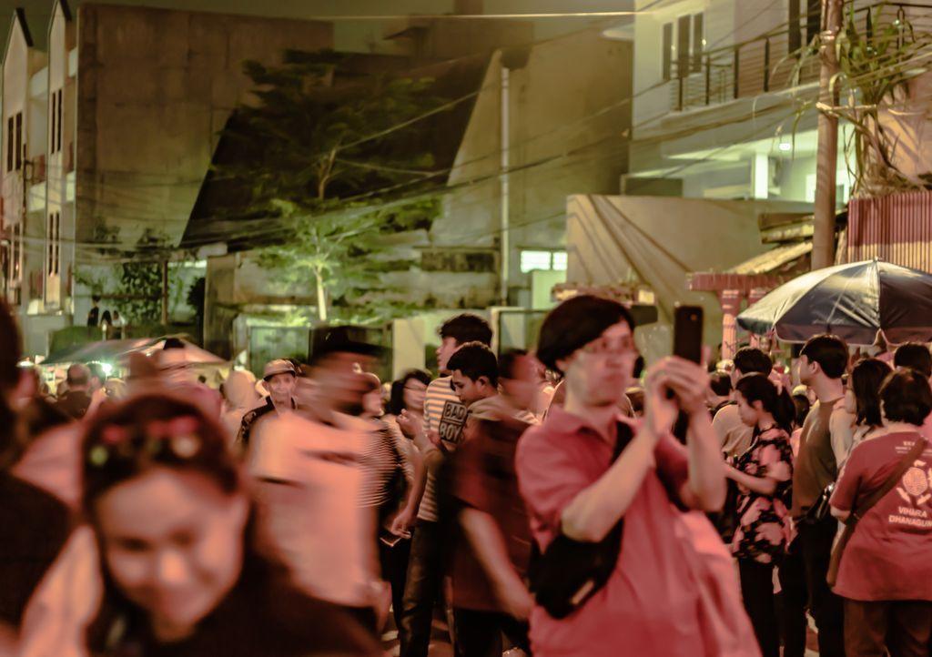 Act : Sundanese _______________________________________ 𝗟𝗼𝗰𝗮𝘁𝗶𝗼𝗻: Bogor, West Java, Indonesia 𝗗𝗮𝘁𝗲 𝗼𝗳 𝗣𝗼𝘀𝘁𝗶𝗻𝗴: 01/06/2020  #streetphotographers #streetphoto #storyofthestreet #streetshared #visualoflife #peopleinsquare #peopleinframe  #streetleakspic.twitter.com/ZQuYKLhlHX