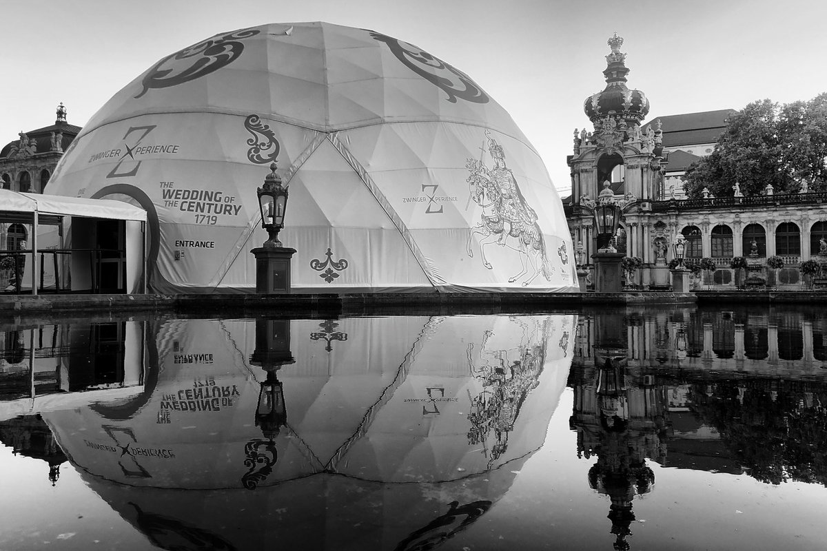 Mirrors are most honestly smashed  #dresden #photography #photo #blackandwhite #monochrome #heimatliebepic.twitter.com/dwEunGylGD