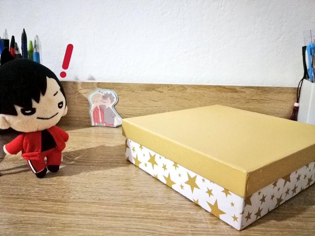 Kurotan found a box! Wonder what's inside?  #kurotan_adventures pic.twitter.com/oGFpuebkYp
