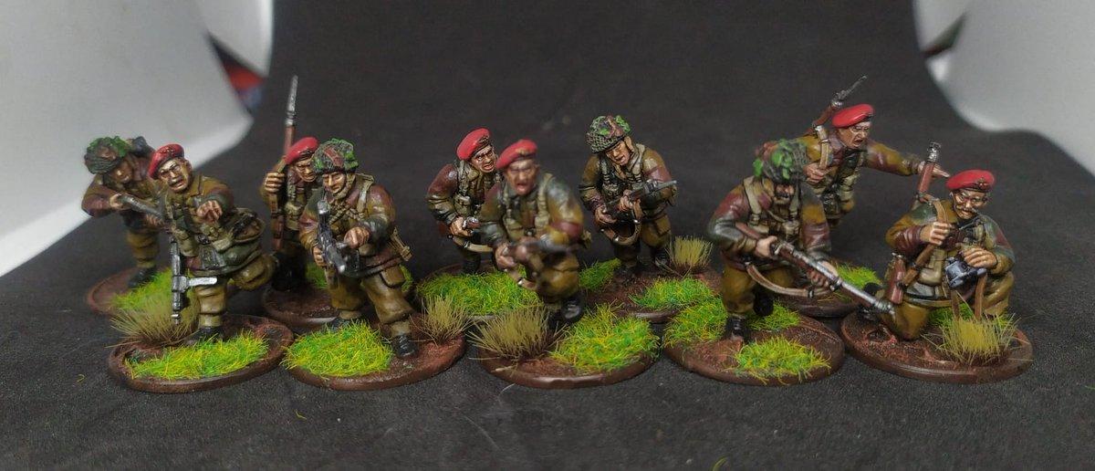 #pintoreshabemusludum Paracaidistas británicos Segunda Guerra Mundial  By @Kallaorf @wgspain @WarlordGames #wargames #boltaction #warlordgames #britishparachuteers #ww2 #wwii #SWW #SGM #miniaturepainting  #miniaturegaming #miniatures #Miniature #YoMeQuedoEnCasa  #YoPintoEnCasa https://t.co/DyIdz6FsnW