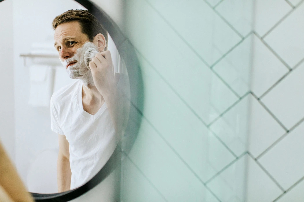 Don't be afraid to change your razor and show some extra attention to your armpits. Here are some little things that you can do everyday to keep yourself looking fresh. #GroomingTipsForMen #MensHaircuts https://qoo.ly/36as9k pic.twitter.com/ge7EuuRX1x
