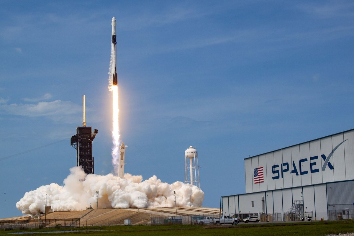 Join the FAAs #AirTraffic and #space 🚀 experts today at 1 p.m. ET on Instagram for a LIVE Q&A! Well answer your questions about how we keep our airspace safe during launch an reentry and how were involved in #HumanSpaceflight. #STEM #LaunchAmerica #FAASpace 📸 @SpaceX