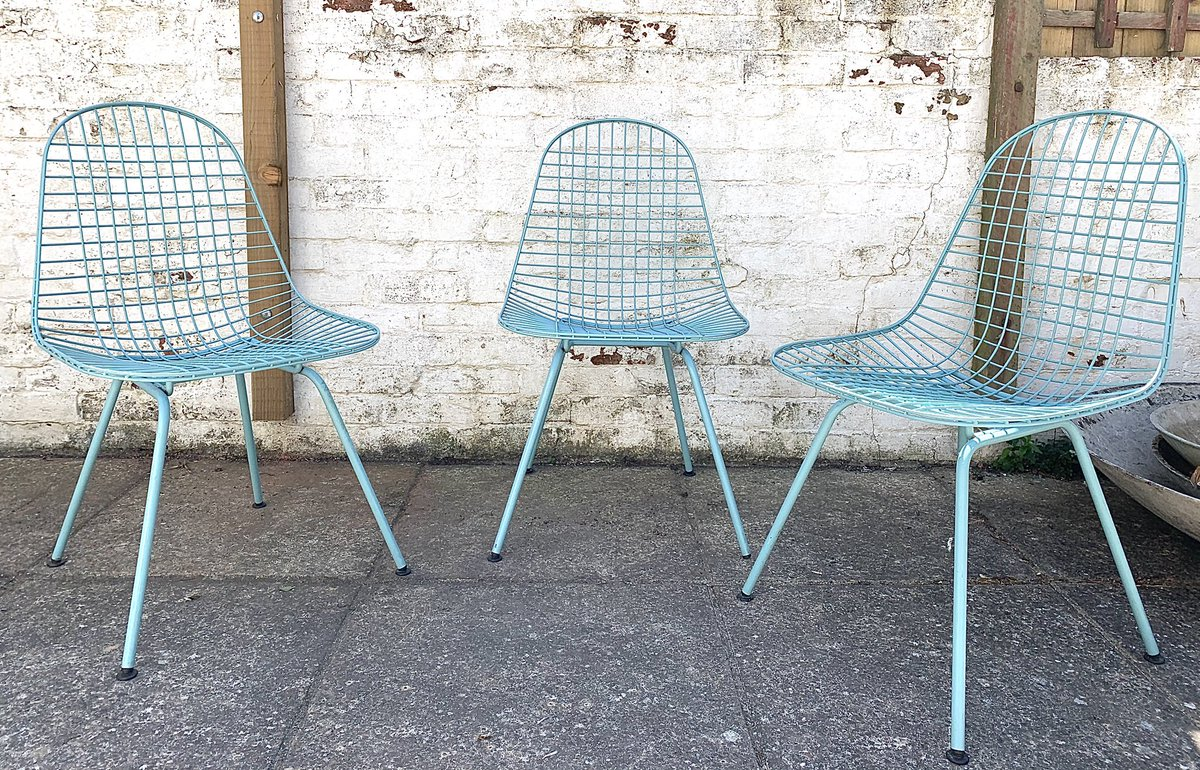 Teal is the colour. . #EamesDKX  #midcentury #MidCenturyModern pic.twitter.com/mzCbJfMOLO