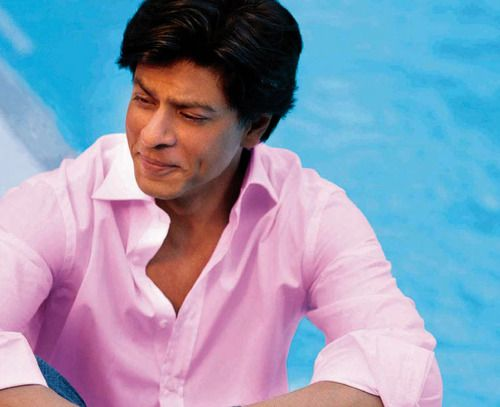 """Team Shah Rukh Khan⚡️ on Twitter: """"""""I feel very weird when I am made to  wear a pink shirt while shooting, my son laughs at me. I think black, blue  and white"""