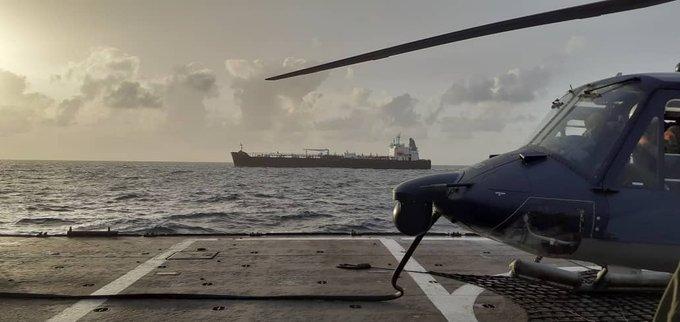 La Tripulación del @ARB_CANB se hizo presente en la escolta del buque tanquero CLAVEL procedente de la República Islámica de Irán, la 5ta embarcación cargada con Combustible para la Patria @NicolasMaduro @vladimirpadrino @PrensaFANB @CeballosIchaso @Libertad020 @ArmadaFANB https://t.co/GQYNoODhS4
