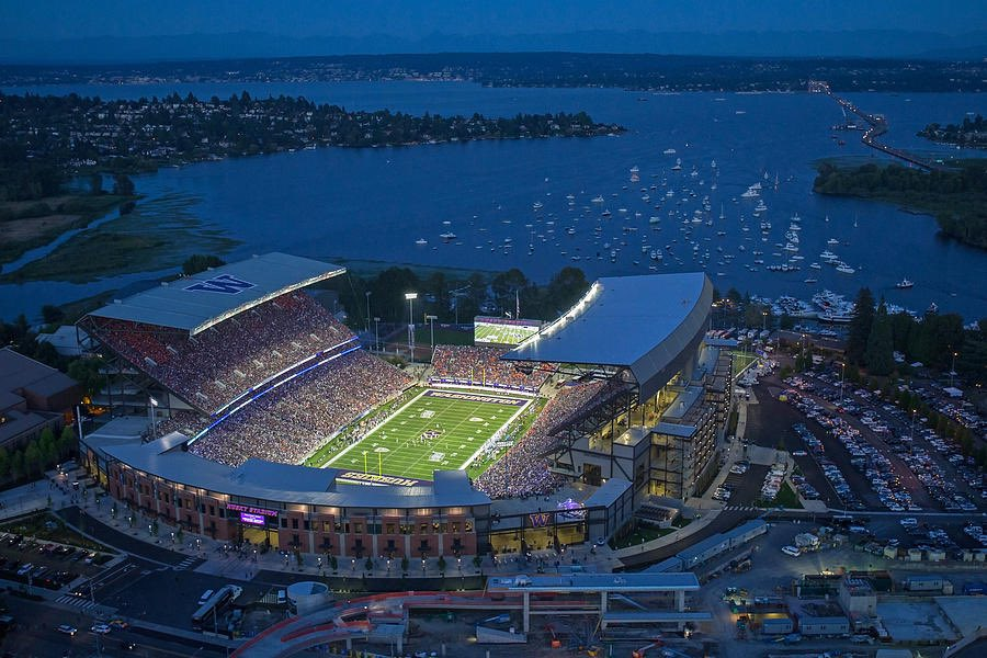 96 days until the eyes of the college football world are on Husky Stadium, right on the shore of Lake Washington 😍 https://t.co/q1pRCQSRoW
