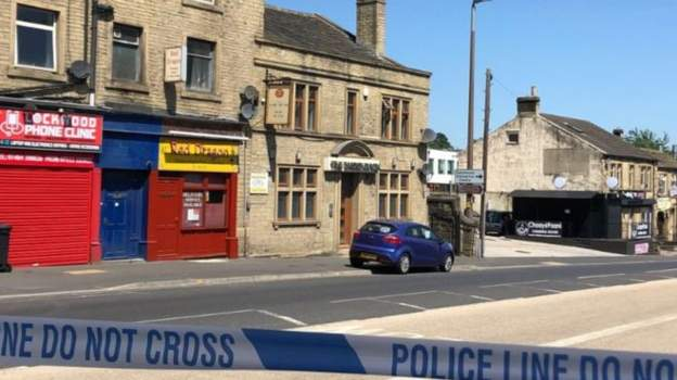 Huddersfield shooting: Two men arrested on suspicion of attempted murder after man shot in shoulder: bbc.in/2yQJ8Hp