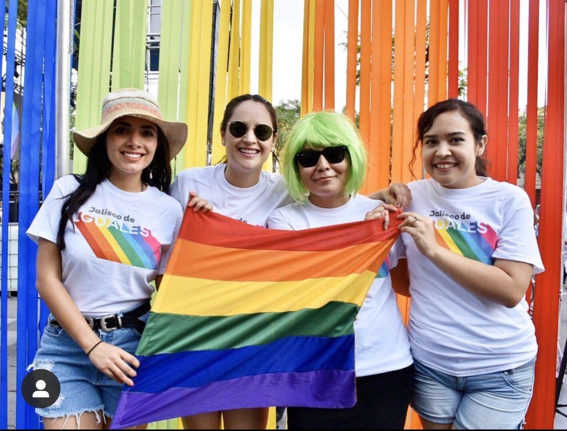 Hace un año andábamos bien felices en el #Pride 😊 #PrideMonth #PrideMonth2020 https://t.co/GP5K9DN7DJ