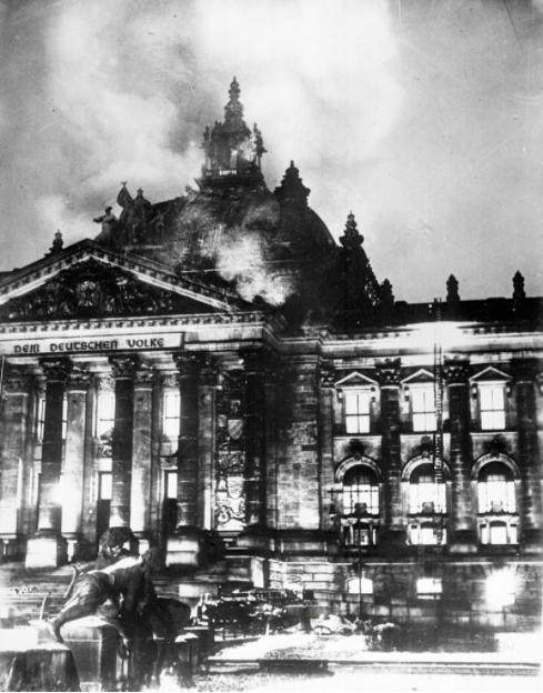 Time for a thread on the Reichstag fire and how the Nazis used it to consolidate power and eliminate all civil rights in Germany. The Reichstag burned 27 Feb 1933. Hitler, Goering and Frick seized on this to create their dream of a police state. https://t.co/3btGv21tdm