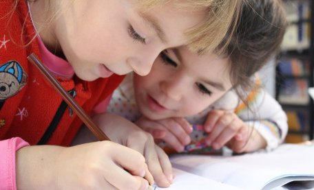 Education experts from Exeter say that parents should try to make writing with children a positive experience. With #children beginning to return to #school from #lockdown, they have given their top tips for parents to support their children's #writing: https://t.co/wW4W31oZtG https://t.co/iMf2dKfX9j