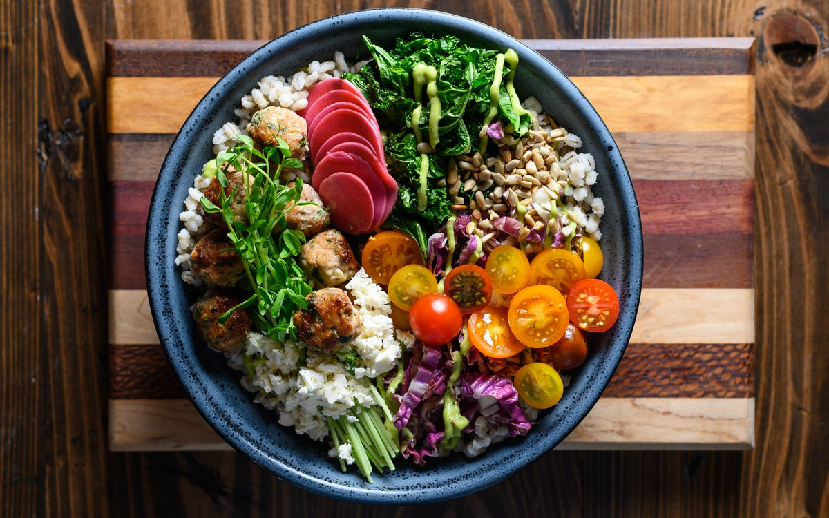 A perfect summer meal, this Garden Barley Bowl is as delicious as it is beautiful! ⭐Giveaway Alert⭐The first prize of the month is a his & hers pair of bicycles (approx. retail value of $800). To enter: https://t.co/gzaMX3PdcD Contest ends June 7 at 11:59pmET.📸@eatwithjessie https://t.co/o8LLEe08MU