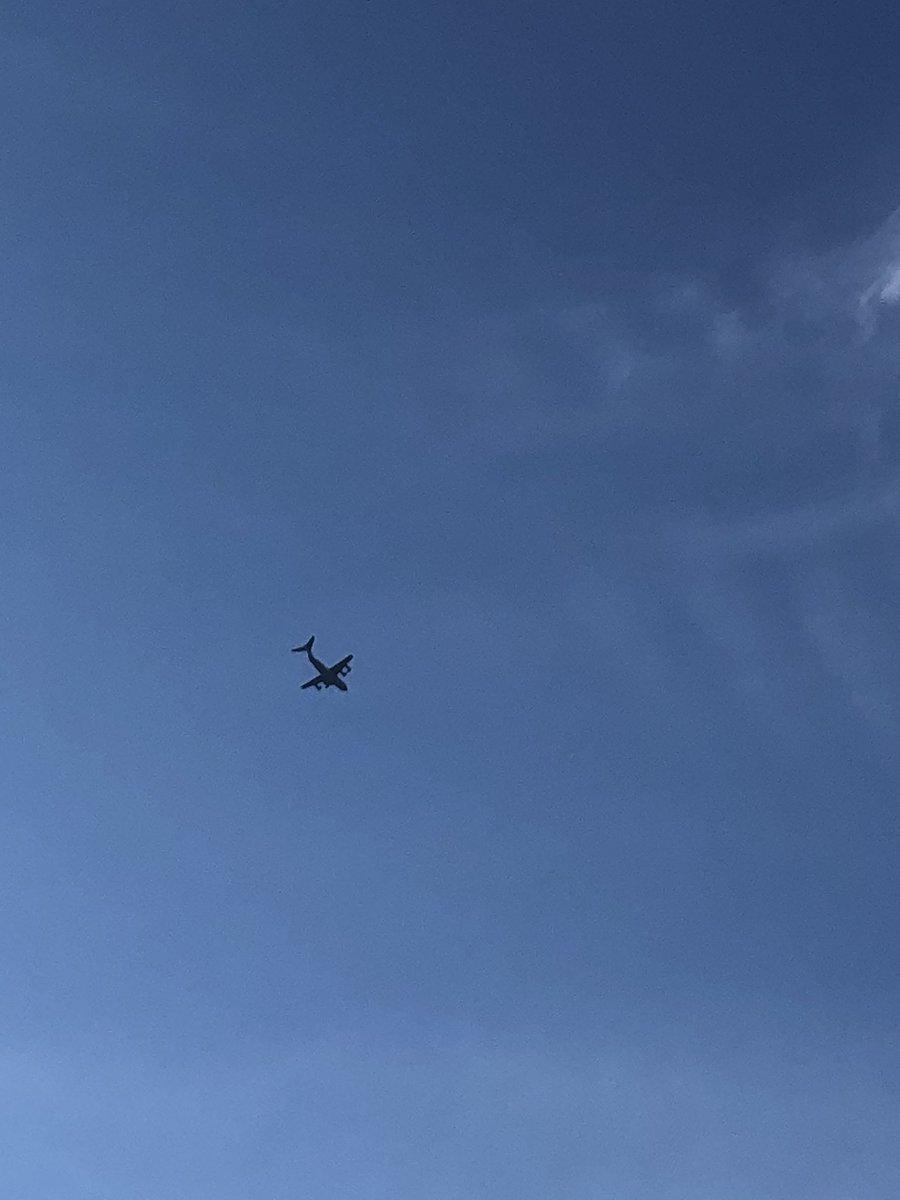 Just saw this over east Belfast, unbelievable #A400M https://t.co/OUB3t5jZRr https://t.co/FavOHJJ3P6