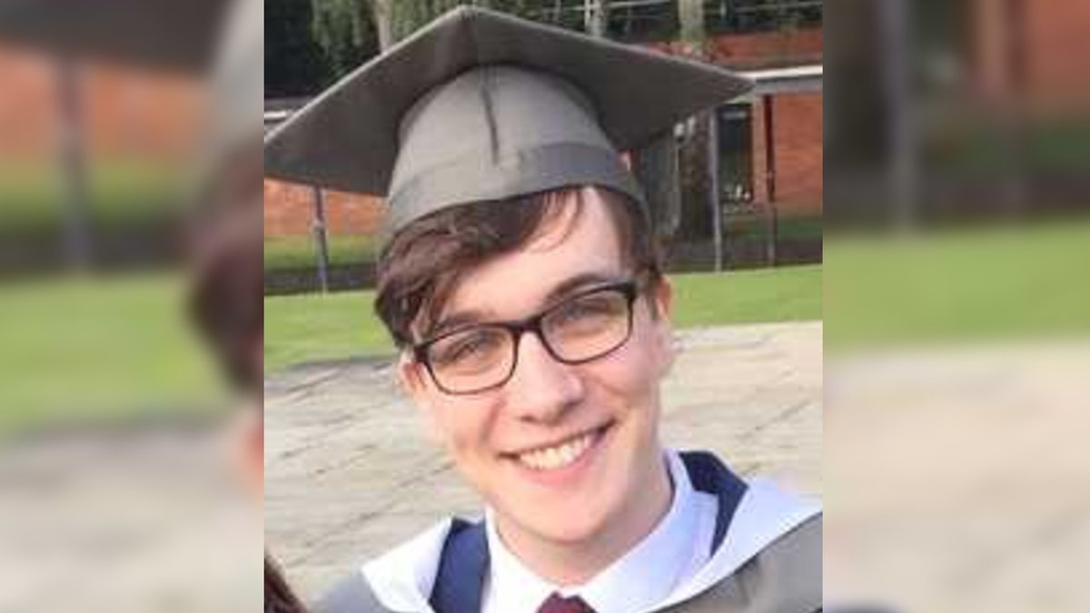 Leeds English teacher Lewis Howlett, 25, dies after going swimming in River Aire at Kirkstall at the weekend: bbc.in/3eFFijO