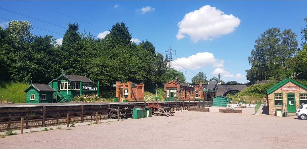 A big thank you to @GcrGreat 🚂 who have hosted monthly safety checks for PDs Willow, Polly & Buddy. A perfect venue on a perfect day ☀️🌡🐕🥵 Thank you for your support 🤝🏻 PD Buddy is back home strengthening his back as he continues to carry dad through his career 🐕🏋🏻♂️🥎