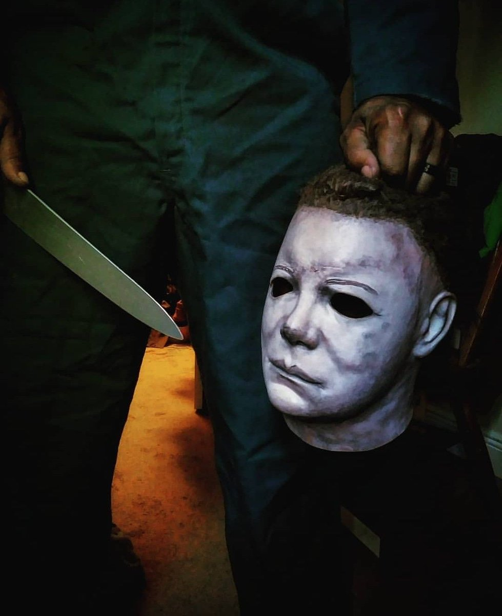 Happy #MichaelMyersMonday  #Photo belongs to the rightfully owner! pic.twitter.com/rQo5WWHJA5