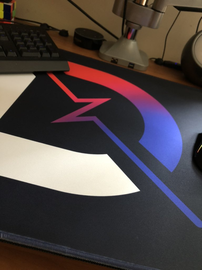 You could (and probably should) quite literally make love on this mousepad. Holy gorgeous. @DrLupo @DesignByHumans