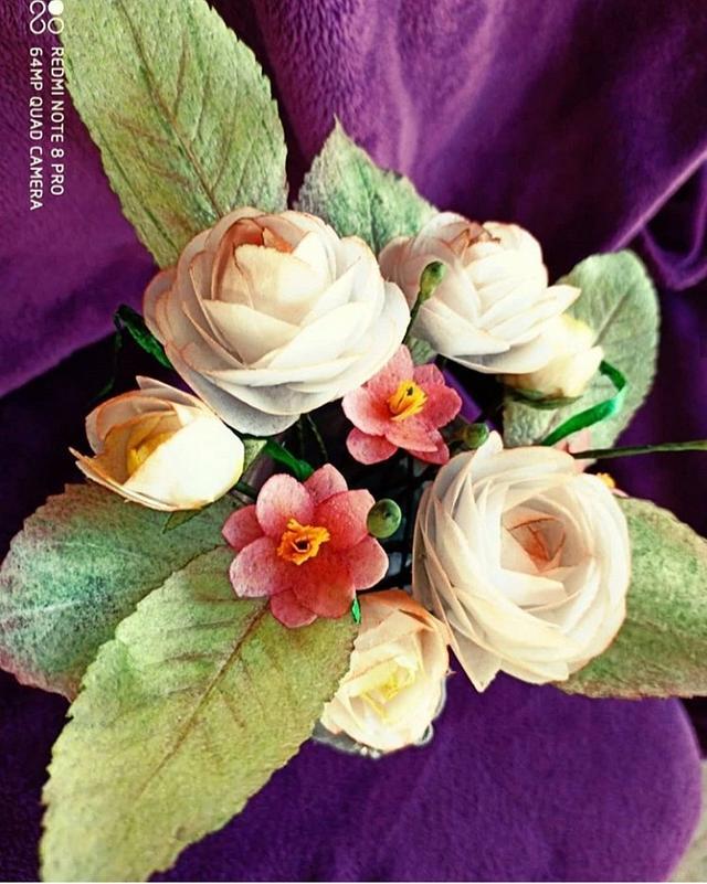Wafer flowers  via @CakesDecor #cakedecorating #cakes