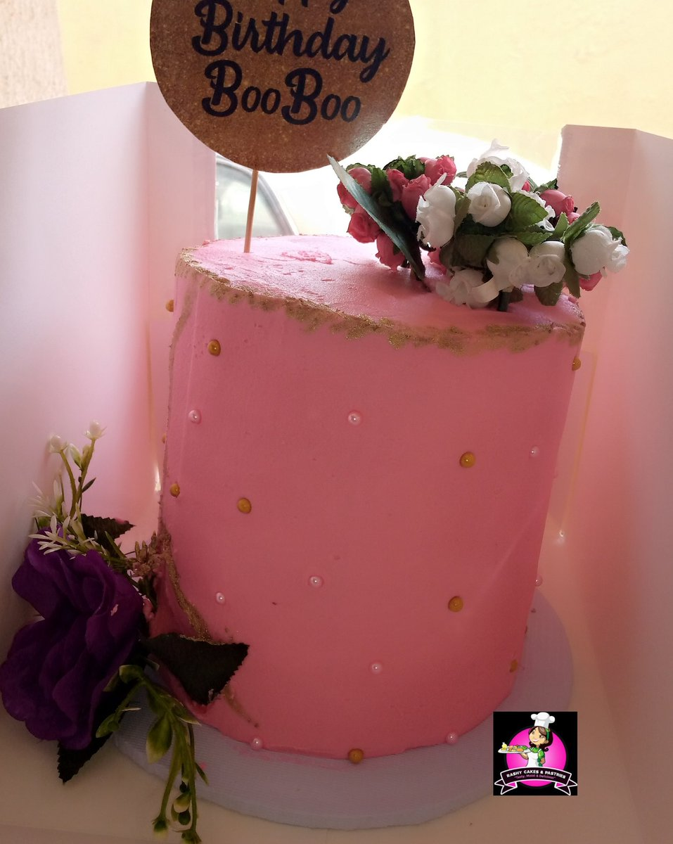Tall and beautiful... Buttercream #cakes #buttercream  #June1st  #rashycakesandpastries