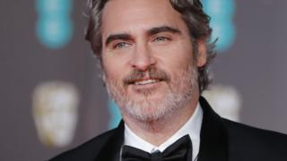 """#BlackLivesMatter   """"I think it is the obligation of the people that have created and perpetuate and benefit from a system of oppression to be the ones that dismantle it. So that's on us.""""              Joaquin Phoenix               ,BAFTA awards                    , #Joker pic.twitter.com/4EOS0bqPgL"""