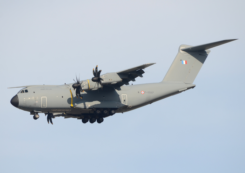 Cool French Airbus #A400M recently visited @Dulles_Airport #AvGeek #avgeeks https://t.co/VfEGo4n7Cq
