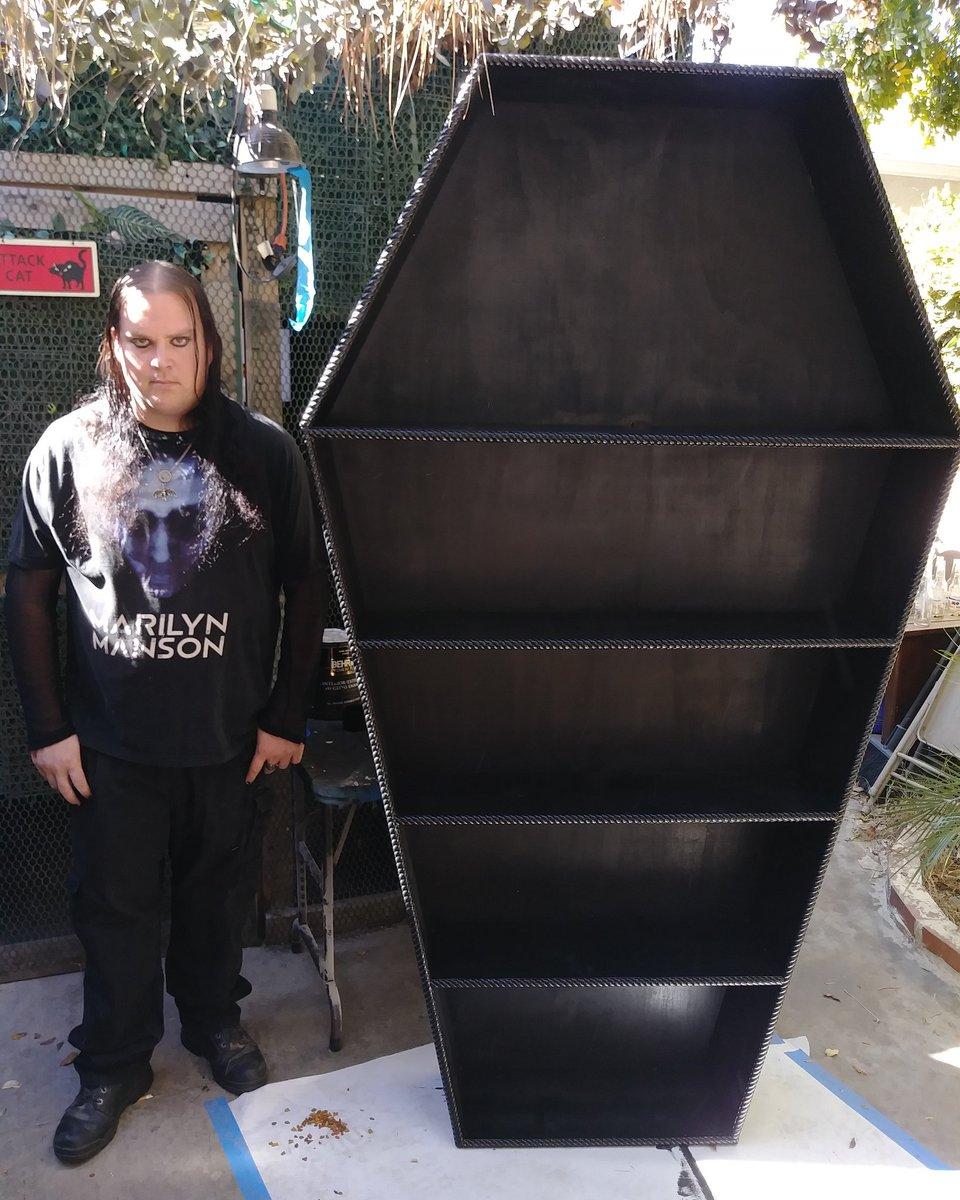 A seven foot tall coffin bookshelf i built #goth #coffinbookshelf #gothichomedecorpic.twitter.com/q9jzyxSbMm