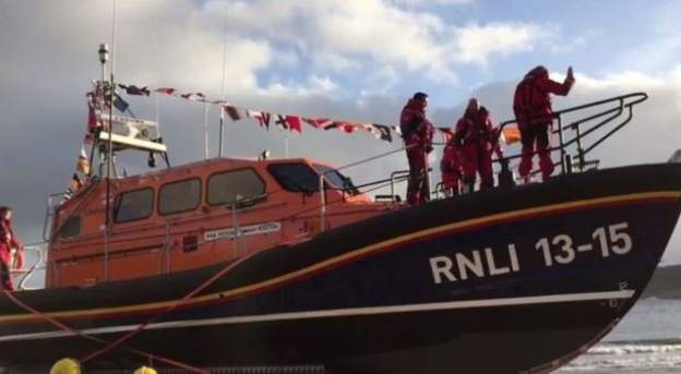 Crew rescued and brought to Whitby after fishing trawler capsizes 100 miles out from North Yorkshire coast: bbc.in/2XMsDEM