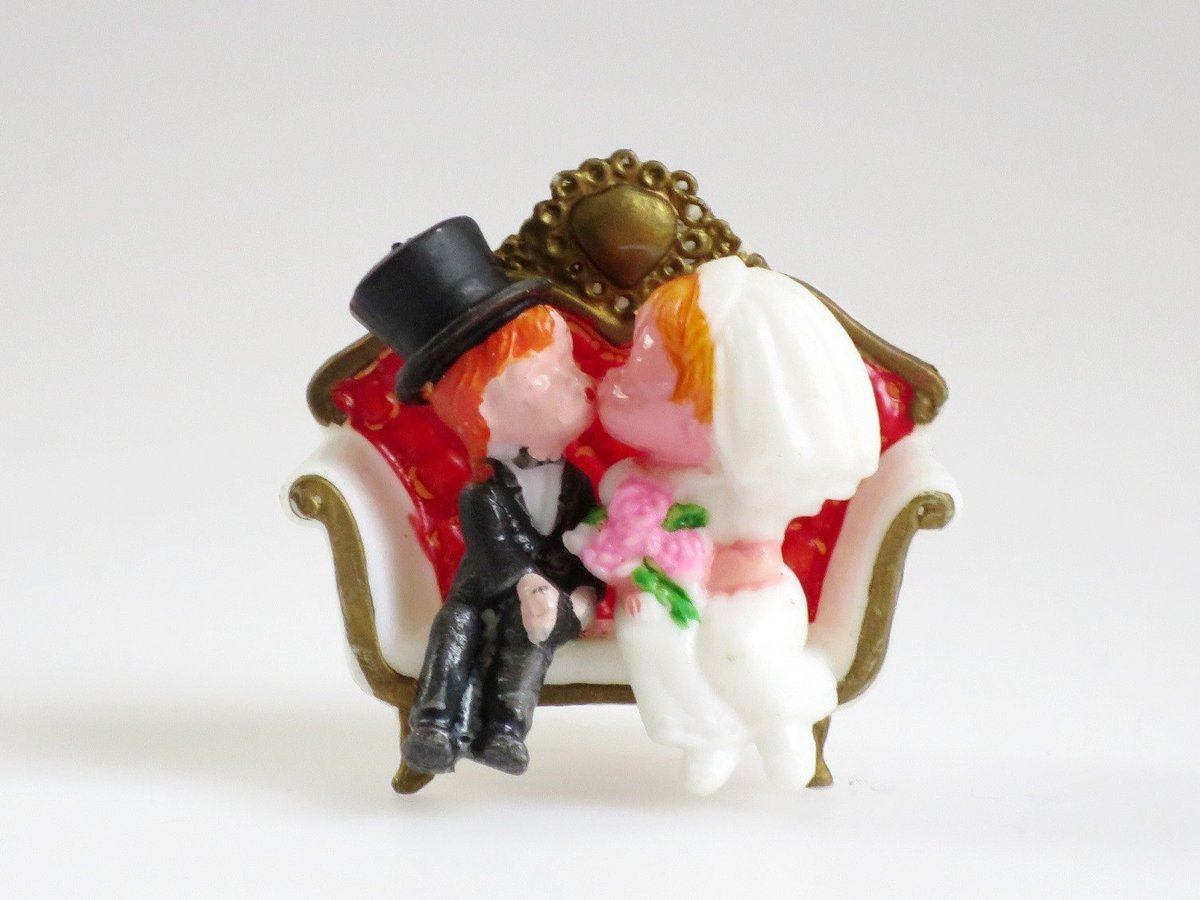 Vintage Wilton Wedding Cake Topper, Tiny Wedding Couple, Cup Cake topper, Mini Bride and Groom, Putz Bride and Groom on Love Seat  #Sale #ShopSmall #VintageFinds #TMTinsta
