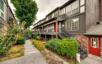 Fully renovated and remodeled unit, within walking distance from SeaTac, your own bed, and all the necessary plus more amenities provided free. #seattle #sea #crashpad411 #flightattendant #pilot #lifeinthesky #dreamjob  #layover #redeye #crewlife