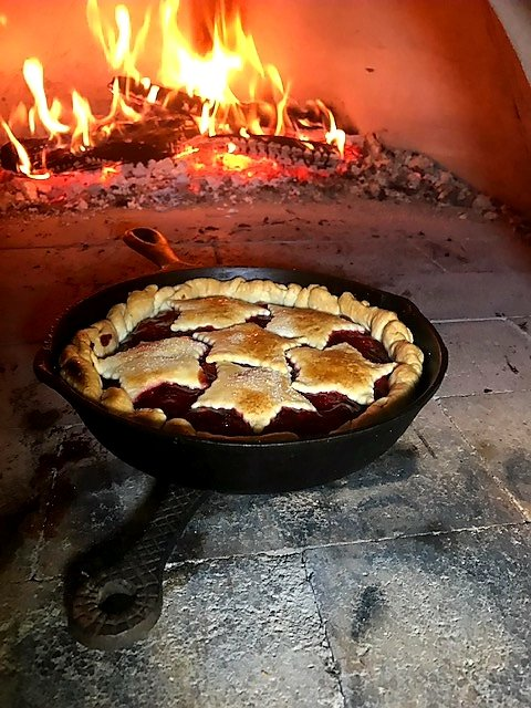 "The Lodge 3 1/2"" skillet. Perfect for mini cobblers or brownies. Made in the USA! @LodgeCastIron #lodgecastiron #MadeInTheUSA #FathersDay #gifts #CranesStore #BootsBulletsBritchesBologna  #generalstore #countrystore #getoutside #shopsmall #countrygirls #outdoorretailer"