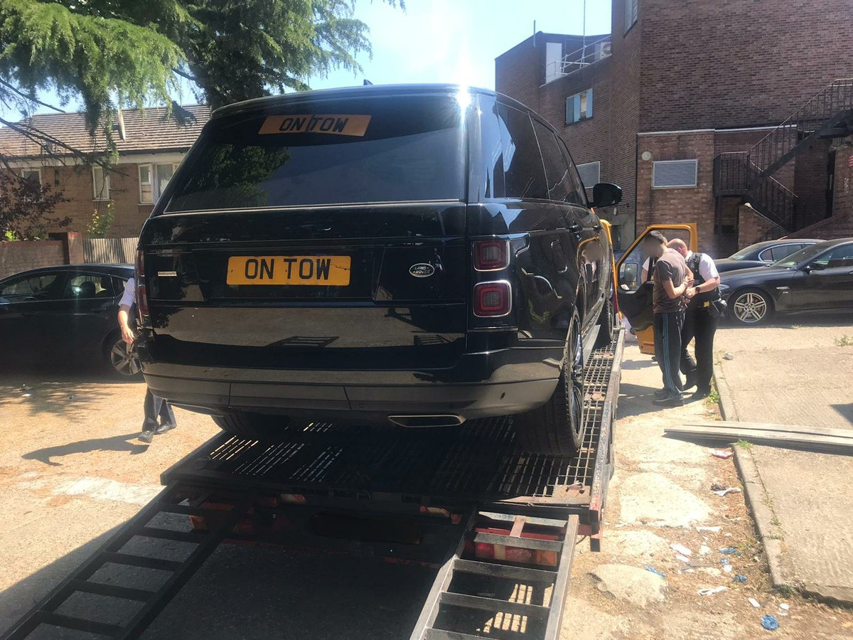 Recently stolen, high value Range Rover, taken by keyless theft & recovered by the #RoadCrimeTeam; along with a quantity Class A drugs. 2 arrests made and more to follow. One very happy owner 😊 #DisruptingCriminality on our roads. #VisionZeroLDN.