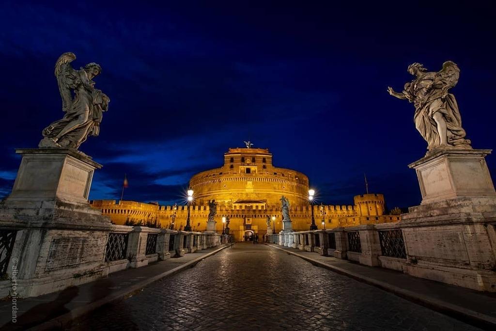 #rome #italy #castelsantangelo . . . #bluhour #architecture #igersitalia #ig_italy #ig_italia #igerslazio #ig_lazio_ #igersroma #loves_roma_ #volgoitalia #volgolazio #canon_photos #loves_united_lazio #loves_lazio_ #italiainunoscatto #yallersitalia #yalle…