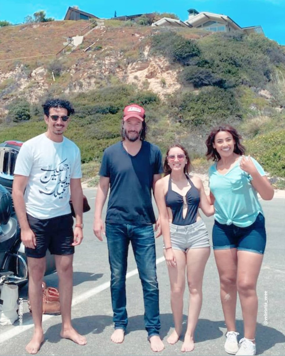 Keanu Reeves & fans in California - May 31 2020 🌞 Many thanks to @its.a.mizo.thing IG Story 🙏   Thanks @keanureevesfan8 & @AngelsOfMrKCR 🙏 . #keanureeves #hollywood #malibu #la #losangeles #california #sunnyday