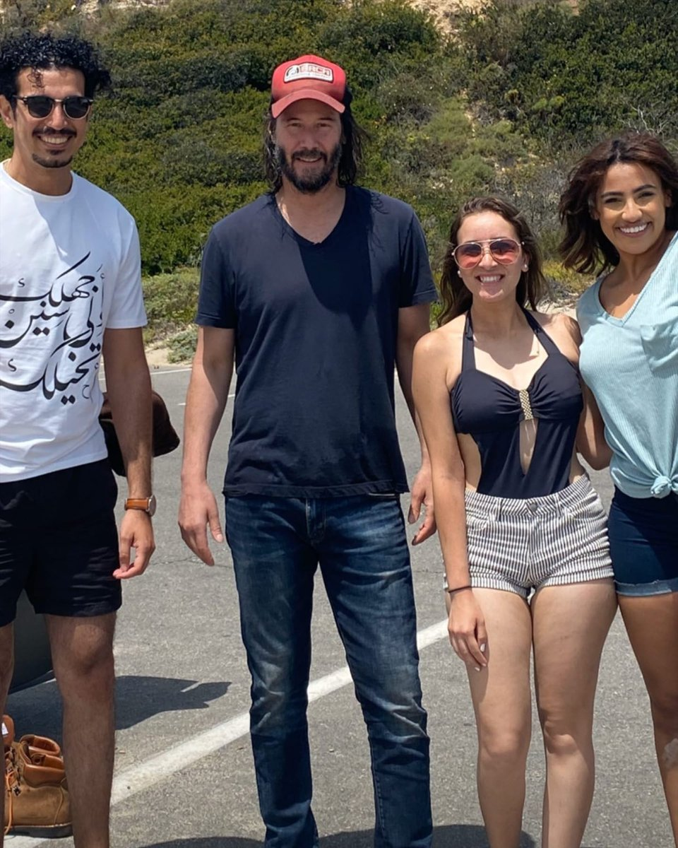 Keanu Reeves & fans in California - May 31 2020 🌞 Many thanks to @vebronia_veee IG Story 🙏    Thanks @AngelsOfMrKCR 🙏  #keanureeves #hollywood #malibu #la #losangeles #california #sunnyday